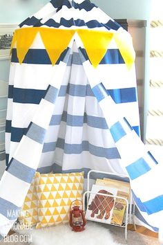 Check out how she made this DIY kids' no-sew play canopy tent in under an hour-- I can't believe what she used!