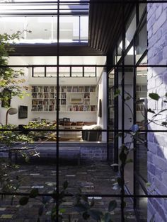 Smee Schoff House in Petersham, NSW by Sam Crawford Architects. Winner of the Australian Institute of Architects NSW Architecture Award Architecture Awards, Residential Architecture, House Architecture, Exterior Design, Interior And Exterior, Interior Garden, Courtyard Design, Courtyard Gardens, Mcm House