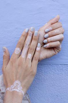 White Jewels Hand Set // Mano diseño Joyas Blancas