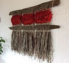 Can use organic material Weaving Wall Hanging, Weaving Art, Loom Weaving, Tapestry Weaving, Hand Weaving, Peg Loom, Creative Textiles, Textile Fiber Art, Weaving Projects