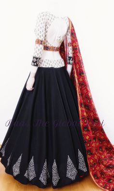 Designer Party Wear Dresses, Indian Designer Outfits, Indian Lehenga, Lehenga Choli, Designer Lehnga Choli, Lehnga Dress, Bandhani Dress, Choli Blouse Design, Kaftan