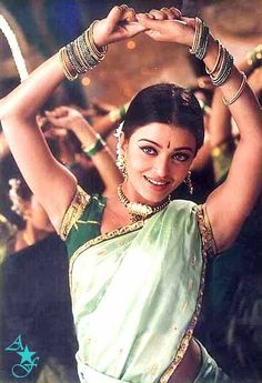 "Aishwarya in a song from Tamil Movie ""Kondukonden Kondukonden"""