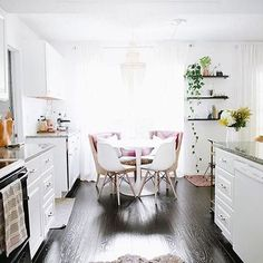 Gorgeous breakfast nook