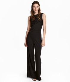 Black. Wide, straight-cut pants in thick jersey with a concealed fastener and side zip.