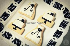 Nice cookies for a black and white wedding.