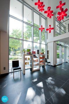 CROSSLIGHT DARK - color red - design - PURE PHARMA concept Apotheek #DARK