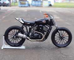 @dropmoto posted the tail of the @noisecycles XG750 and we had to track down the full bike! #harley #xg750 #tracker #flattrack