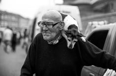 The iconic Ron and 15-year old Betsy at Portobello Market. Yes, she has been sitting on his shoulder every day for 15 years now, according to him and people around.. #ronandbetsy #ronbetsy #streetphotography #dog #shoulder #monochrome #bw #blackandwhite #bnw #streetphotos