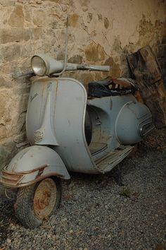Old vespa ceymer 26 Scooter Garage, Mod Scooter, Scooter Motorcycle, Bike, Piaggio Vespa, Lambretta Scooter, Vespa Motor Scooters, Motos Vespa, Quad