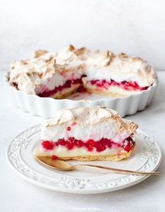 Tart with merengue and red berries No Bake Desserts, Just Desserts, Delicious Desserts, Yummy Food, Pie Recipes, Sweet Recipes, Dessert Recipes, Pavlova, Currant Recipes