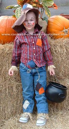 Featured here are nine totally different and ridiculously awesome scarecrow costume designs. Learn how to make an awesome non-itchy, hay-filled DIY costume! You'll also find loads of homemade costume ideas and DIY Halloween costume inspiration. Toddler Scarecrow Costume, Halloween Costumes Scarecrow, Scarecrow Hat, Holiday Costumes, Halloween Costume Contest, Halloween Outfits, Halloween Kids, Halloween 2015, Diy Couples Costumes