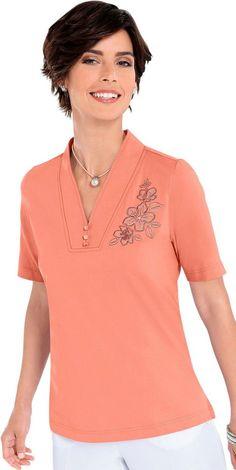 Shirt mit Blütenstickerei ab 19,99€. Shirt in hochwertiger PURE WEAR-Qualität, Baumwolle, Figurumschmeichelnde Form, V-Ausschnitt, Seitenschlitze bei OTTO