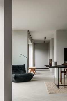 Project DD is a minimalist residence designed by Belgium-based architect Pieter . Project DD is a minimalist residence designed by Belgium-based architect Pieter Vanrenterghem. Home Interior Design, Interior Architecture, Interior And Exterior, White House Interior, Minimal Architecture, Color Interior, Black And White Interior, Building Architecture, Concept Architecture