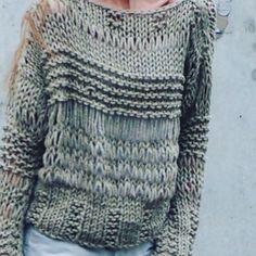 Фактурный свитер фисташкового цвета. В наличии. Разме...