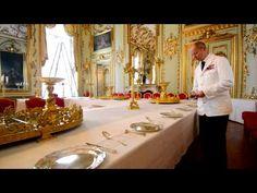 VIDEO: Den Konglige families ankomst til nytårstaffel - YouTube