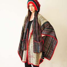 // Poncho de Feu---Oh how I want a huge poncho but not particularly this one Bohemian Fashion, Bohemian Style, Boho Chic, Estilo Folk, Moda Peru, Vetements Clothing, Waist Coat, Cape Coat, Layered Look