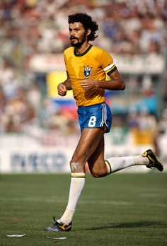 Brazil Football Team, Football Icon, Best Football Players, Football Is Life, Retro Football, Football Photos, Vintage Football, Football Jerseys, Soccer Players