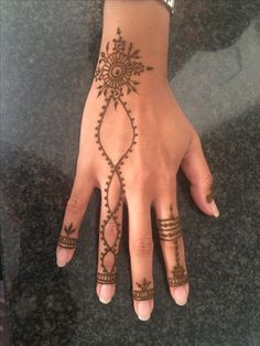 #henna #mehndi Henna Ink, Henna Body Art, Mehndi Tattoo, Henna Tattoo Designs, Traditional Mehndi Designs, Henne Tattoo, Henna Tutorial, Henna Drawings, Mehndi Style