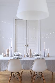 A Winter Tabletop Scheme For a Dinner Party - Love the paper garland! New Years Eve Decorations, Table Decorations, Deco Table, Winter Colors, Christmas Inspiration, Christmas Ideas, Merry Christmas, Fall Decor, Table Settings