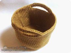 [코바늘] 바구니 뜨기 _ 도안,과정샷 : 네이버 블로그 Crochet Potholders, Pot Holders, Decorative Bowls, Diy And Crafts, Knitting Patterns, Projects To Try, Basket, Crocheting, Crochet