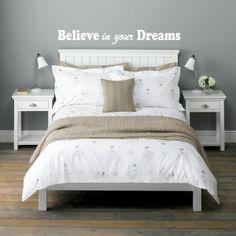 "Le sticker ""Believe in your dreams""  Disponible sur www.artandstick.be"