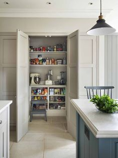 Martin Moore create a traditional English pantry Martin Moore kitchens are traditional in their sensibility and perfectly English in their execution. - Own Kitchen Pantry Kitchen Larder, Kitchen Pantry Design, Kitchen Cupboards, Kitchen Interior, Kitchen Decor, Kitchen Storage, Kitchen Ideas, Georgian Interiors, Georgian Homes