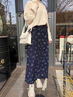 · ゚ 🕊 ┆ 𝙥𝙖𝙫𝙡𝙭𝙫𝙚. Hijab Fashion Summer, Long Skirt Fashion, Modern Hijab Fashion, Street Hijab Fashion, Modesty Fashion, Hijab Fashion Inspiration, Muslim Fashion, Mode Inspiration, Korean Fashion