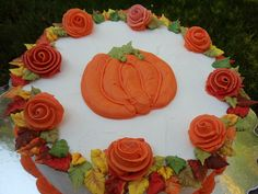 Fancy Fall Cake! Just with out the pumpkin in the middle! Love love love