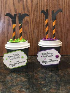 Halloween Treat Holders, Diy Halloween Treats, Halloween Paper Crafts, Halloween Bags, Halloween Goodies, Halloween Projects, Holidays Halloween, Holiday Crafts, Halloween Decorations