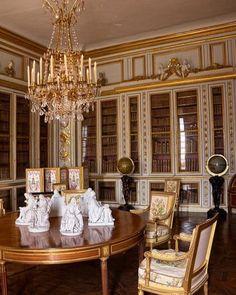 Versailles, Château, Petit Appartement de Roi, Library of Louis XVI, view. Chateau Versailles, Palace Of Versailles, Beautiful Library, Beautiful Space, Interior Desing, Interior And Exterior, Louis Xvi, Marie Antoinette, Beautiful Castles