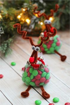 Make creative Christmas gifts yourself - 5 instructions and .- Kreative Weihnachtsgeschenke selber machen – 5 Anleitungen und 50 weitere Ideen – Wohnideen un Creative reindeer gifts themselves make rudolf reindeer with a belly of chocolates - Christmas Treat Bags, Creative Christmas Gifts, Easy Christmas Decorations, Homemade Christmas Gifts, Christmas Crafts For Kids, Holiday Crafts, Christmas Diy, Christmas Ornaments, Christmas Parties