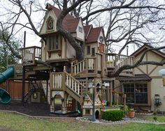 fabulous tree houses | Texas Couple Built A Fabulous Tree House For Their Grandchildren