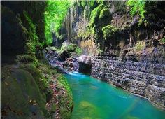 Aliran sungai di greencanyon pangandaran