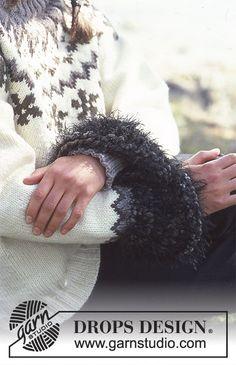 Stickad tröja i DROPS Alaska med nordisk runt ok och stjärnmönster. Manchetter i Italian Velvet eller 4 trådar DROPS Alpaca Boucle