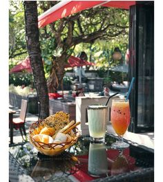 #Bali. The return of the @RossoVivoBali. Now they come with new exciting menu with not expensive price like this delicious Peach & Passion Fruit Ice Tea for 32k and their new signature beverage Sorbetto Maracuja & Guava for 55k