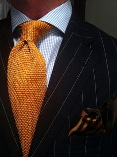 Men/'s Medium Striped Gold /& Navy Blue Silk Knitted Tie N997//61