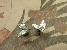 * earrings | oogst-sieraden * Oorsieraden * Zilveren blaadjes * 125 euro * Deze stekers zijn ook in geelgoud verkrijgbaar *
