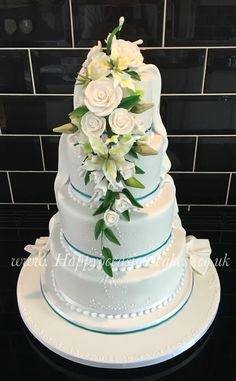 Four tiers with a hidden duo rose at the back !!!