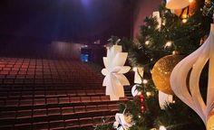 Na Scenie NCK zagościła już piekna choinka  - bo już w ten weekend odwiedzi nas najprawdziwszy Święty Mikołaj ! Byliście grzeczni ? #encek #ncknh #scenaNCK #choinka #mikolaj #święta #prezenty #dyi #christmastree #christmasdecorations