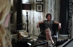 decoration-once-upon-a-time-regina-queen-office-wallpaper-11