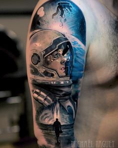 Astronaut tattoos are great ideas for those having passion on space and universe. People with astronaut tattoo are proudly wearing on their arms and back Alien Tattoo, Astronaut Tattoo, Back Tattoos, Forearm Tattoos, Body Art Tattoos, Cool Tattoos, Circle Tattoos, Tattoo Ink, Fish Tattoos
