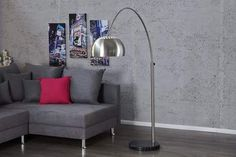 The arc lamp. For us, it is definitely the Queen of the floor lamps. Masculine Office Decor, Masculine Living Rooms, Masculine Interior, Living Room Modern, Living Room Designs, Living Room Decor, Loft Design, Retro Design, Innovation Living