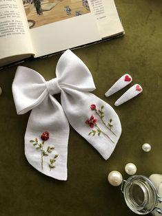 Fabric Hair Bows, Diy Hair Bows, Fabric Ribbon, Ribbon Bows, Linen Fabric, Embroidery Patterns Free, Diy Embroidery, Hair Bow Tutorial, Custom Bows