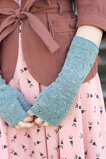 Flotilla Mitts by Olga Buraya-Kefelian Quince & Co., Finch