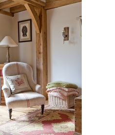 Bathroom decor A cozy room decorated with country pinks - Border Oak Homes - Organization! French Cottage, Cottage Style, Cottage Living, Living Room, Country Living, Cottage Bedrooms, Cozy Cottage, Home Interior, Interior Design