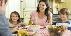 Τα οικογενειακά γεύματα ασπίδα κατά της παιδικής παχυσαρκίας http://biologikaorganikaproionta.com/health/144107/