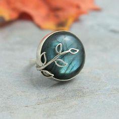 Labradorite ring, artisan ring made of 925 silver and natural labradorite    $145.00   #jewelry #roundring #gemstonering http://artisansilvergifts.com/