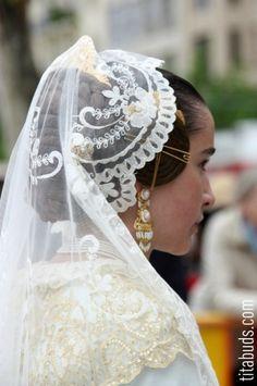 It's Fiesta de San Vicente Ferrer in Valencia, Spain Mantilla Veil, Lace Veils, Traditional Fashion, Traditional Dresses, Traditional Wedding, Spanish Veil, Chapel Veil, Spanish Woman, Flamenco Dancers