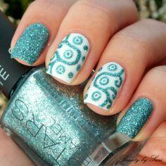 Ornamental nail design with sand nail polish