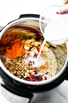 Superfood Instant Pot Oatmeal in a Jar! A healthy breakfast meal prep recipe or breakfast to-go. This electric pressure cooker oatmeal recipe is filled with superfoods; Healthy Breakfast Meal Prep, Breakfast In A Jar, Breakfast Ideas, Instant Pot, Oatmeal In A Jar, Oatmeal Cake, Slow Cooker, Gourmet Recipes, Healthy Recipes